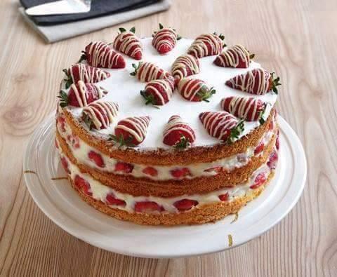 Çilekli Dutlu Sünger Pasta Tarifi