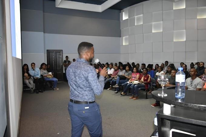 La FED imparte taller en manejo de Redes Sociales