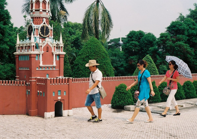 Kremlin - Moscow, Russia - This Epcot-like Chinese Theme Park Is Equal Parts Creepy And Interesting