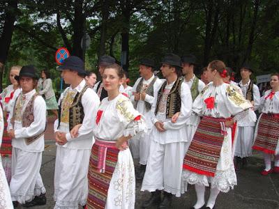 ΟΡΜΠΑΝ: «ΘΑ ΠΡΟΣΤΑΤΕΥΣΟΥΜΕ ΤΟΝ ΧΡΙΣΤΙΑΝΙΚΟ ΜΑΣ ΠΟΛΙΤΙΣΜΟ. The_ZORA_Folkdancegroup_of_Moh%25C3%25A1cs_in_Hungarian_traditional_ethnic_costume%252C_2008_Wis%25C5%2582a_01