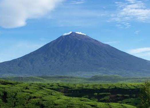Gunung Kerinci – Sumatera Barat dan Jambi