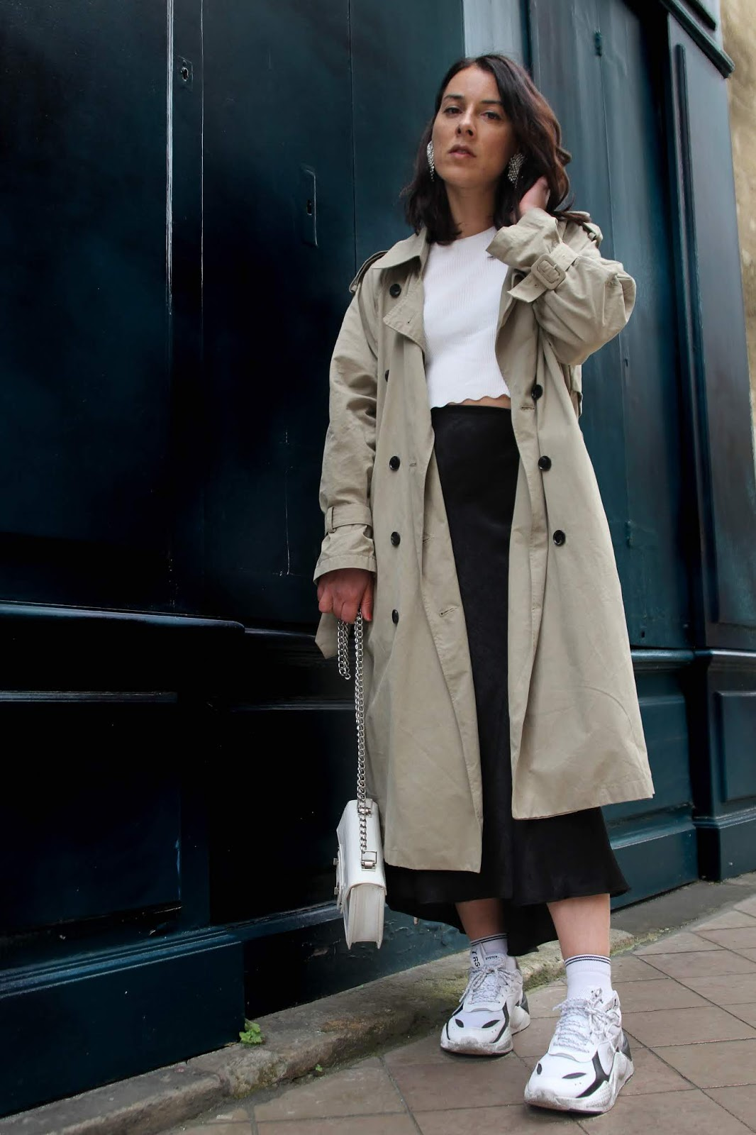 idée de look jupe satin trench puma rsxcore