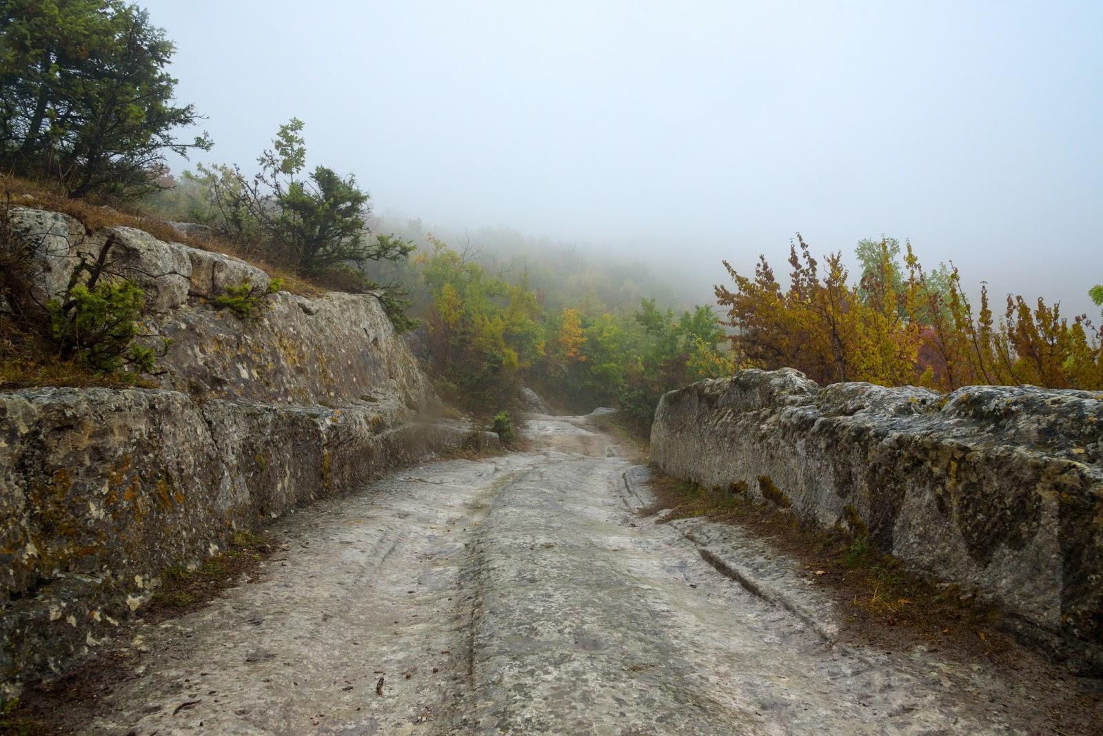 Путь к караимскому кладбищу