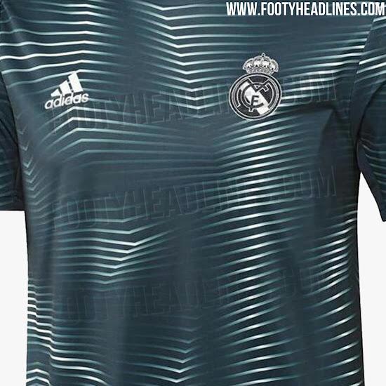 4b817f0bdd754 La camiseta es de color azul verdoso. Con el logo de adidas y el escudo del  Madrid en blanco. Y un llamativo patrón gráfico que será compartido por las  ...
