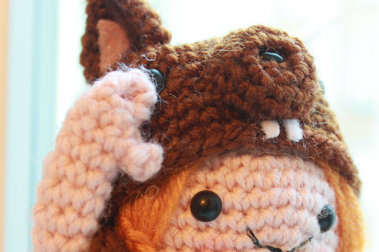 In this post we go more into the details of how to ensemble the Amigurumi Squirrel Girl.