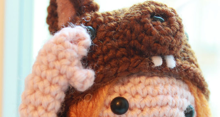 Free Amigurumi pattern how to crochet the hat of the Squirrel girl.