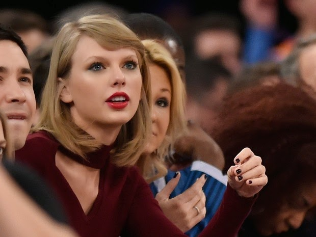 Taylor Swift attends basketball game