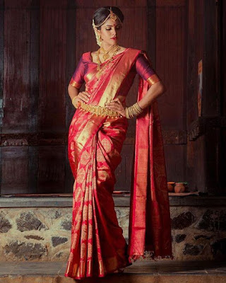 This saree design is definitely on the list of South Indian wedding sarees to admire.