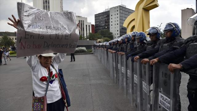 """Maestros mexicanos advierten al Gobierno sobre """"uso de fuerza"""""""