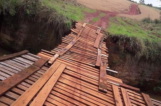 Roncador: Enquanto pontes estão caindo, Município já gastou mais de R$ 140 mil com telefonia celular
