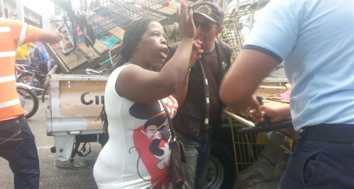 Ayuntamiento y Migración desalojan vendedores ambulantes en el Distrito Nacional