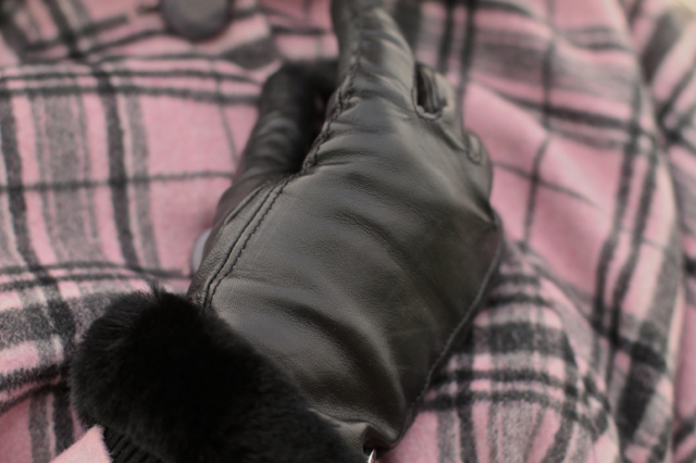 Ugg touch screen leather fur gloves