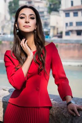 Zarifa Pashaevna Mgoyan penyanyi manis dan pakai blazer