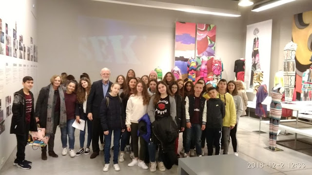 Μαθητές και μαθήτριες του 2ου Γυμνασίου στην έκθεση – αφιέρωμα του Γιάννη Τσεκλένη