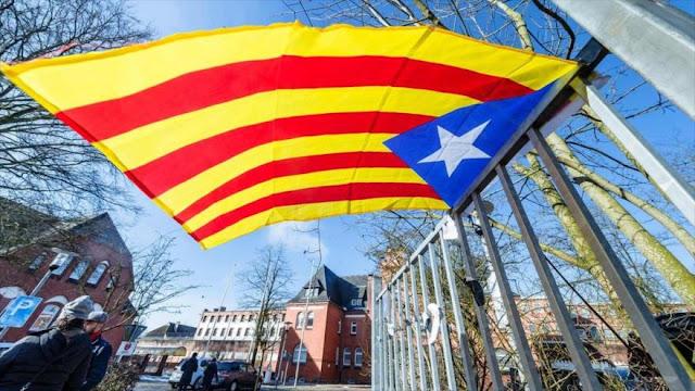 Puigdemont admite 'excesos' en el 1-O en su recurso al Supremo
