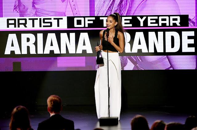 Ariana Grande - American Music Awards 2016