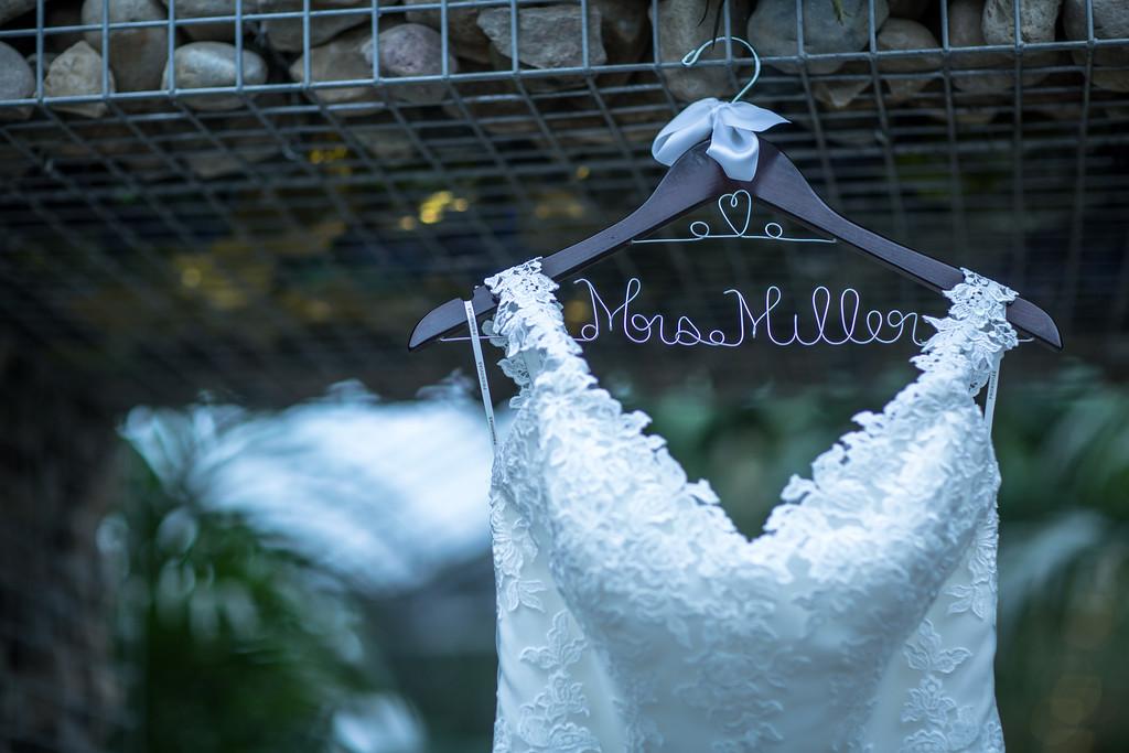 Real Bride Spotlight: Shana\'s West Bloomfield Wedding & Pronovias ...