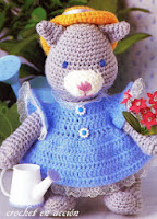 http://crochetenaccion.blogspot.it/2011/12/la-gatita-jardinera.html