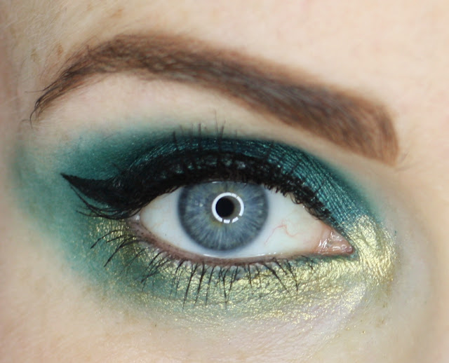 blue-eyes-green-makeup