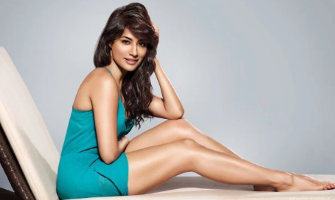 Top 10 Best Sexiest Bollywood Actresses in 2017