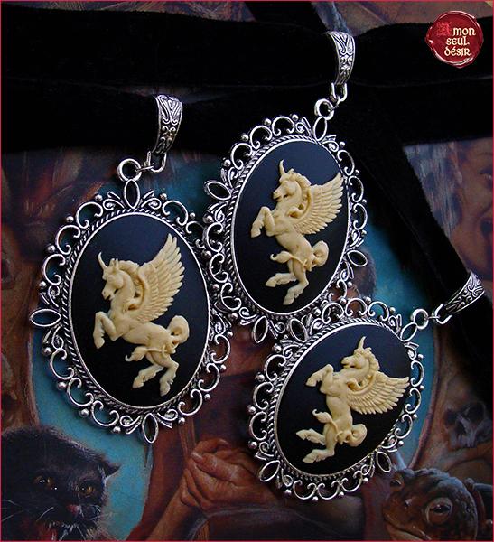 collier licorne ailée mythologie animal créature fantastique ras du cou camée velours noir