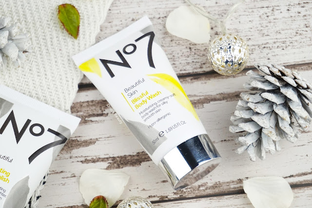 No7, Beautiful Skin, Blissful Body Wash, Body Wash, Perfecting Body Polish, Body Polish, Scrub, Shower, Dry Skin, Exfoliator, beauty, beauty review, skincare, skincare review, No7 Duo, Healthy Skin, Glow, Brightening, Indulgent Bodycare, Luxury Beauty