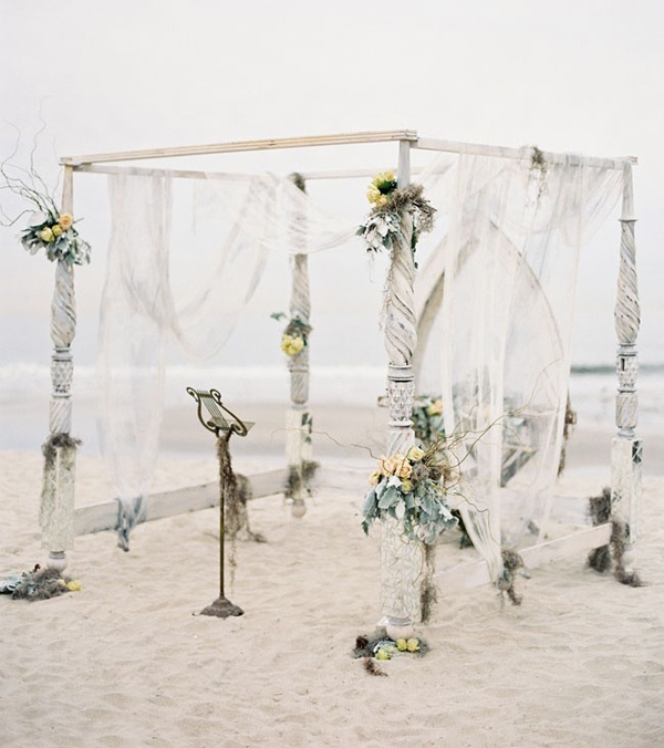 Beach Wedding Altar Flowers: Lamb & Blonde: Wedding Wednesday: Beautiful Beach Theme