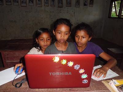 menggunakan laptop toshiba