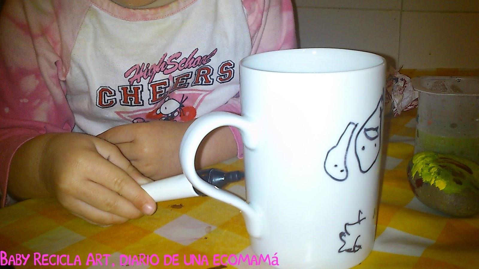 pintando taza - Baby ReciclArt
