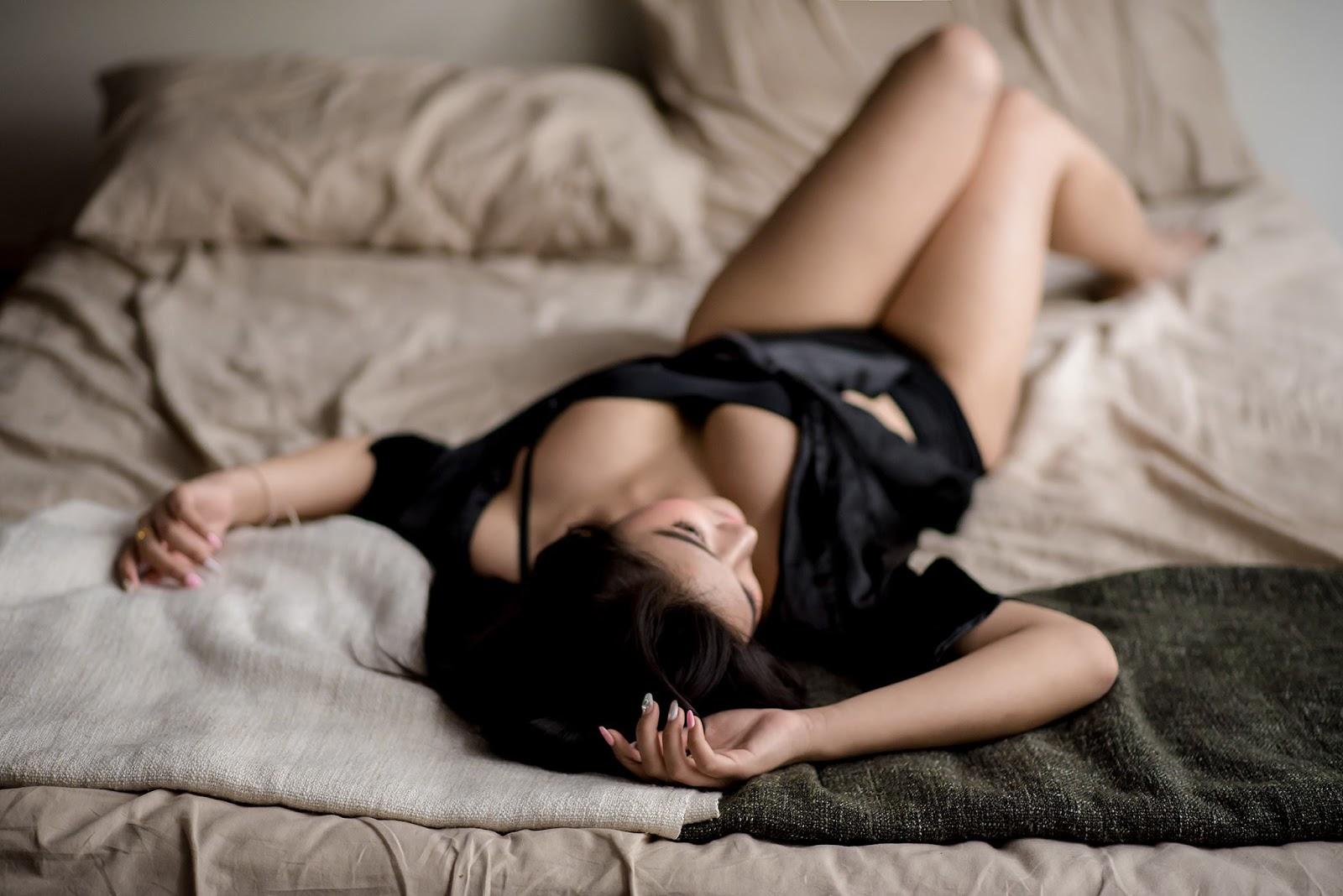 Фото ню девушки в красивых позах, Голые девушки в сексуальных позах (34 фото) 6 фотография