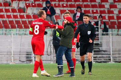 Напавший на Глушакова фанат «Спартака» посетил матч с «Зенитом», несмотря на бан