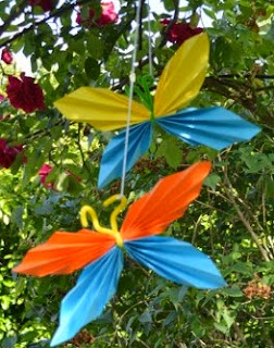 http://www.elenarte.es/2014/06/mariposas-de-papel-plisado.html
