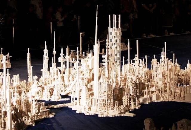Cidade japonesa futurística de Lego (Imagem: Reprodução/Cool Material)