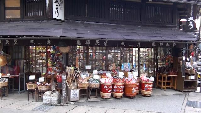 Tienda tradicional en Takayama