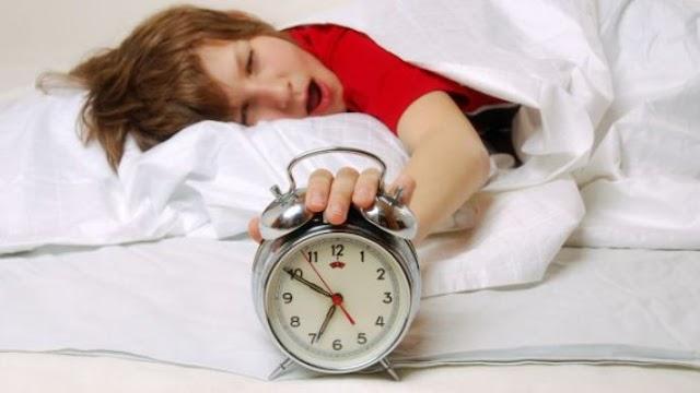 Adolescência: o corpo paga pelas noites mal dormidas