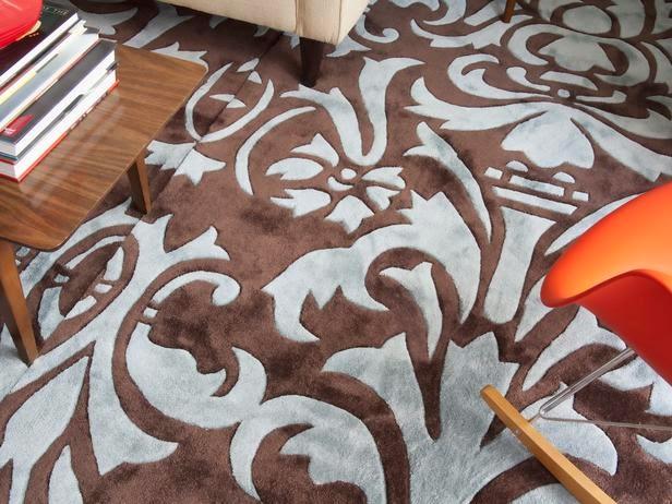 Menambahkan Karpet di Lantai