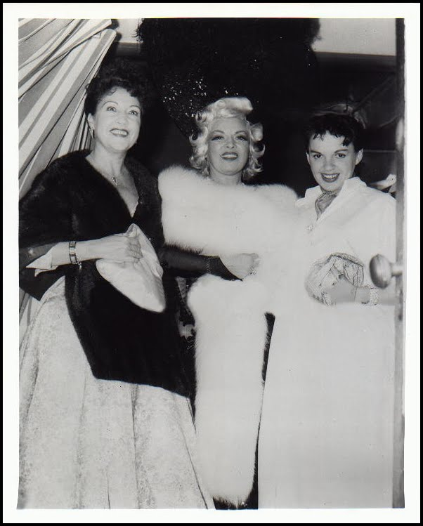 The Singing Actress And Her Mother Moved Into A Han Park Apartment Building Called Ravenswood Where Mae West