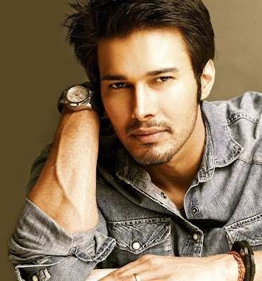rajniesh-duggall-has-few-friends-in-bollywood