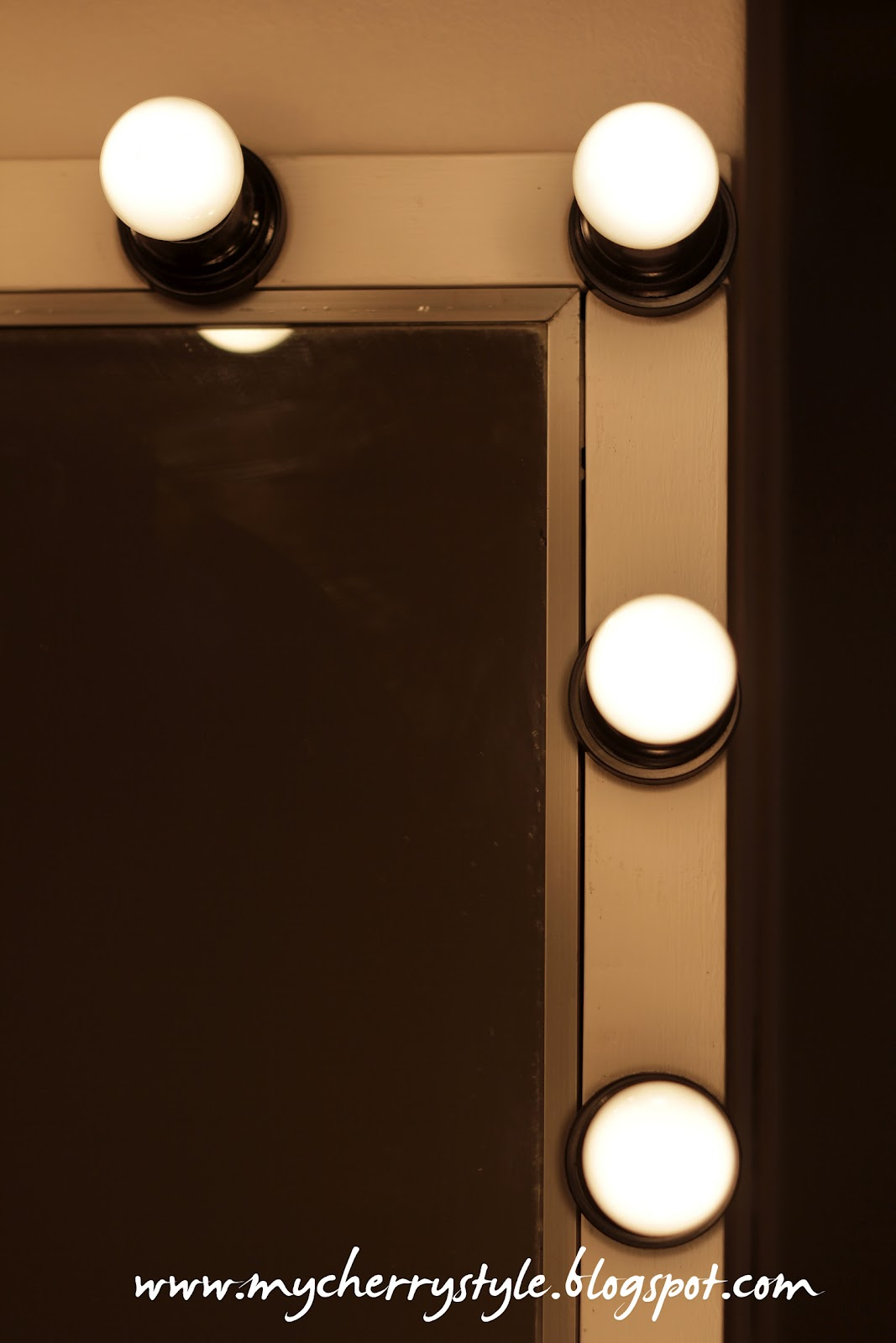 Diy Led Mirror Frame Diy Hollywood Style Mirror With Lights Tutorial From