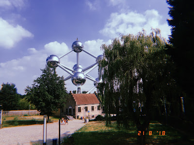the atomium in brussels