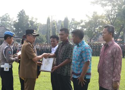 Warga Lampung Timur Ini, Terima Penghargaan Dari Kapolres