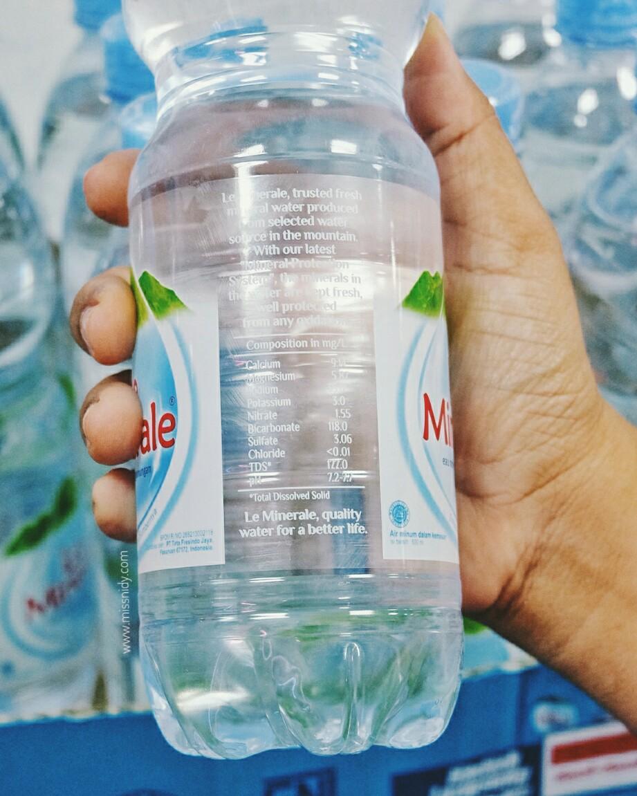 komposisi kandungan air le minerale