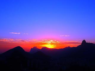 Pôr do Sol no Morro da Urca, Rio de Janeiro - Vista da Pedra da Gávea e Corcovado, ao fundo