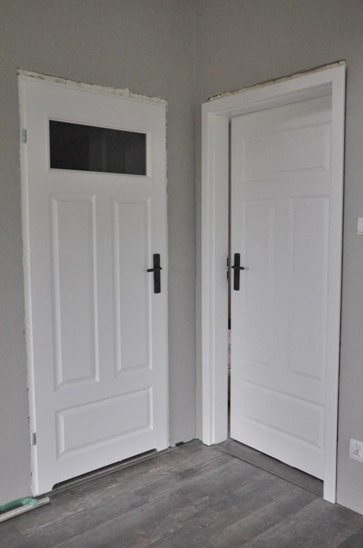 Za Moim Oknem Białe Drzwi