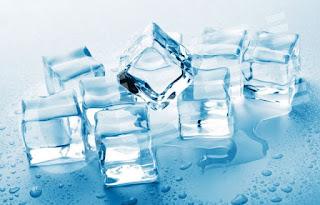 Cara Ampuh Menghilangkan Bekas Jerawat Secara Alami Menggunakan Es Batu, manfaat es batu, gambar es batu,