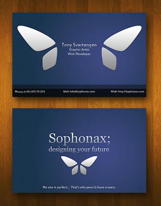 Üzerinde kelebek logosu olan koyu mavi renkte mat kartvizit