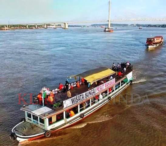 Wisata di Kota Samarinda  : Keliling Sungai Mahakam dengan Kapal Wisata
