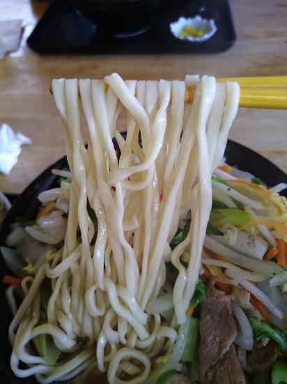 沖縄野菜そばの麺の写真