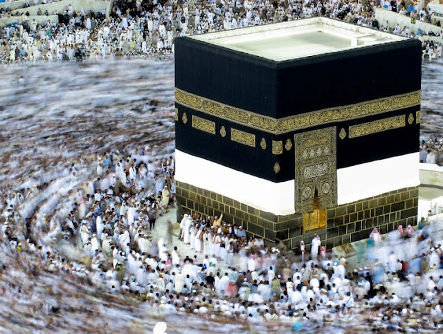 http://2.bp.blogspot.com/-1kbGnYmpjnw/T_Jx8svk3uI/AAAAAAAAD70/SdjSKLstpHY/s1600/An+aerial+view+of+the+Kaaba+(House+of+Almighty+Allah),+inside+the+Grand+Mosque+in+Mecca..jpg