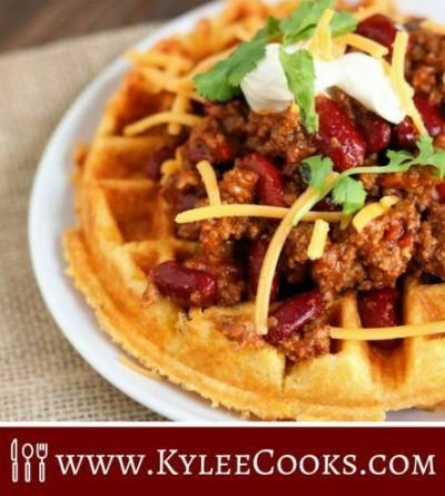 36. Waffle dari adonan kue jagung dan keju cheddar